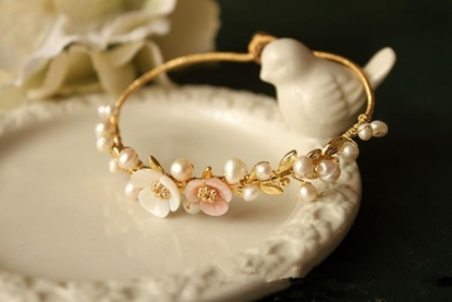 Picture of La Habana Girl Handmade Natural Shell Flower Pearl Bracelet - Aestheticism
