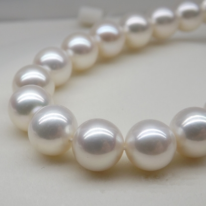 Picture of KAYS Basic 9-10mm Rainbow Bright White Freshwater Pearl Necklace